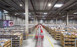 The premise 1 contains a storage capacity for more than 145,000 boxes for shoes, folded clothing, bags and accessories