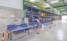 The installation included two levels of mezzanines, racking, conveyor belts and automatic sorters, as well as the Mecalux Easy WMS