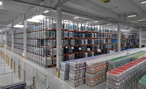 A beverage logistics operator multiplies its capacity with the Pallet Shuttle system and 50 m deep racks