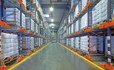 A dairy producer manages the handling and storage of more than 7,400 pallets with nine Pallet Shuttles