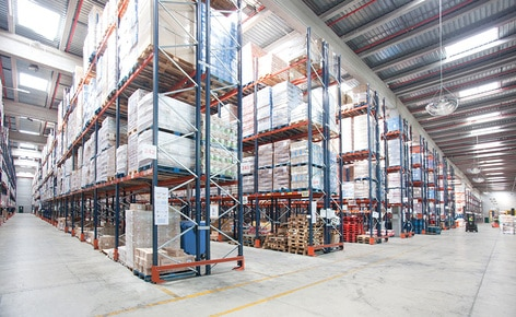 A multi-client logistics operator achieves a capacity of 48,000 variable volume pallets