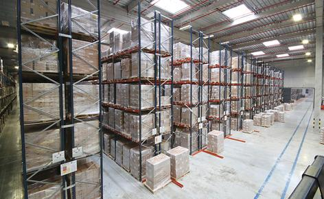 A sectored warehouse with capacity for more than 42,000 pallets and a high performance picking area