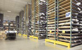 Interlake Mecalux suggested a solution to manage the 50,000 rolls of fabric individually in the 9 m high racking compartments