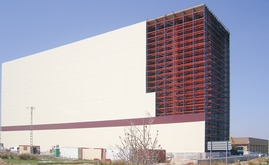 The 101 m long Delaviuda warehouse is 22.7 m wide and 42 m high, it has a capacity to store more than 22,100 pallets