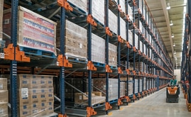 277 channels, each 6 m deep, offer a storage capacity of over 1,900 pallets