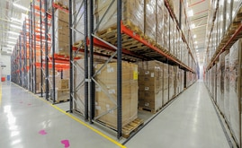The conventional pallet racking allow direct and single access to each pallet