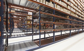 An intermediate passageway was set up in the palletisation area and the picking zone that serves as the emergency exit