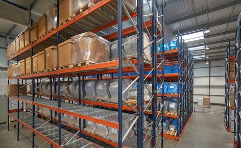 Pallet racking and racks on mobile bases store raw materials and finished products for Cartolux-Thiers