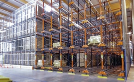 Mecalux supplied six blocks of 10 m tall high-density racks with a capacity for more than 3,700 pallets