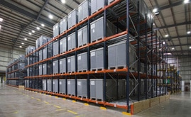 Mecalux provided two blocks of live racking where they deposit the plastic containers with the goods