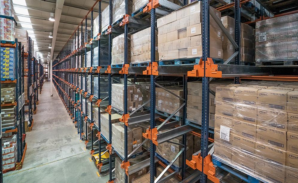 Mecalux has supplied a high-density block of racks served by the Pallet Shuttle, consisting of five levels that are 8.5 m high