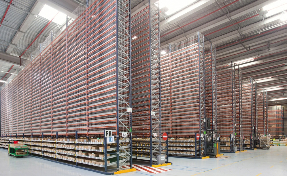 The new 22,000 m² warehouse is equipped with different storage systems that are ideally suited to its wide variety of products