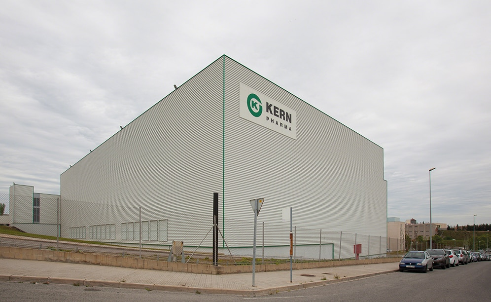 Mecalux built a new, 2,000 m² clad-rack warehouse measuring 26 m high and 84 m long