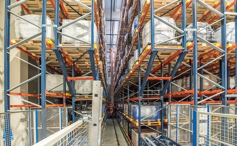 Mecalux has built an automated warehouse for the chemical company Trumpler, consisting of two double aisles with double-depth racks on both sides
